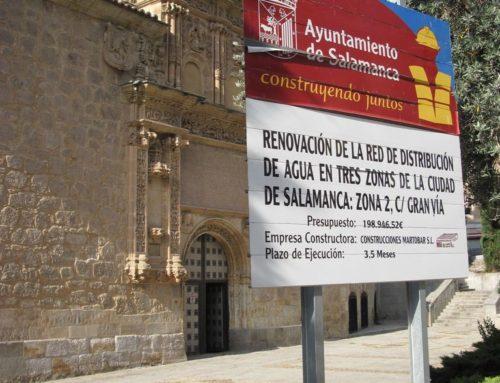 Ciudadanos por la Defensa del Patrimonio denuncia el menoscabo de la cartelería a las fachadas de varios monumentos.