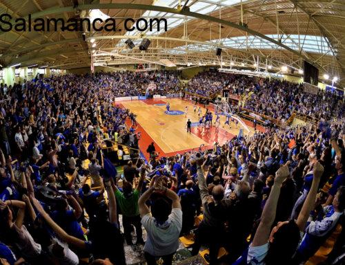El Ayuntamiento de Salamanca recibe a las nuevas y flamantes campeonas ligueras.