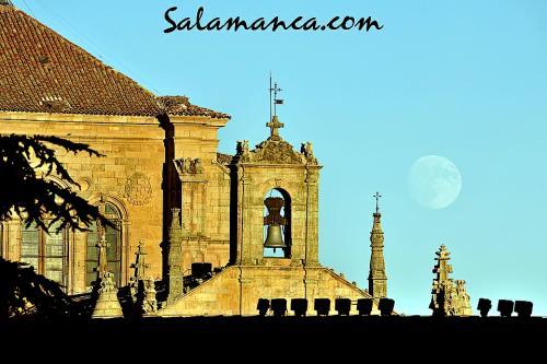 Salamanca mirando la Luna
