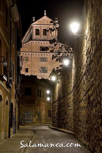 Salamanca caminando hacia la Clerecía
