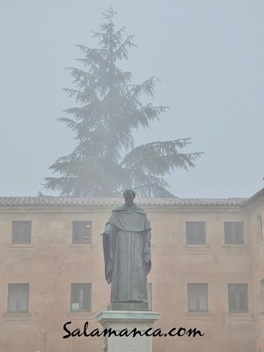 Fray Luis de León entre nieblas