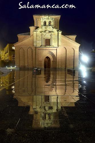 Iglesia de Santiago, junto al Puente Romano de Salamanca