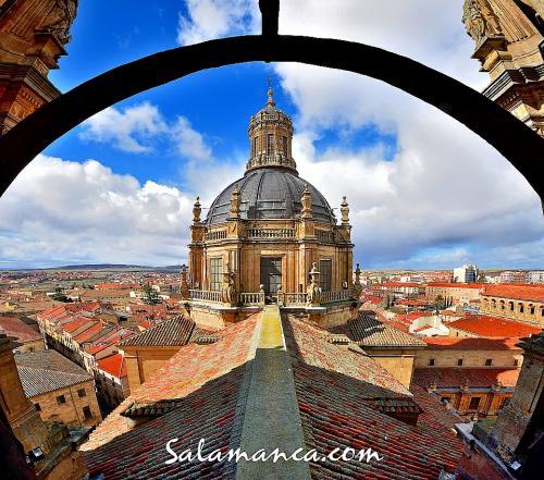 Salamanca, por los tejados de la Clerecía