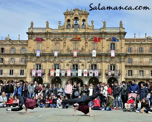 Salamanca, una Plaza Mayor de Semana Santa y de baile