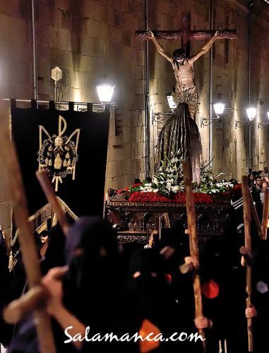 Salamanca volvió a vivir el silencio y recogimiento universitario