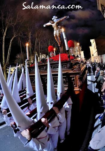 Salamanca, penitencial de blanco y rojo