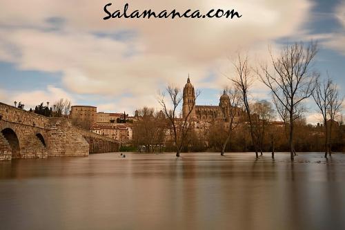Salamanca, una manto de seda de un Tormes desbordado