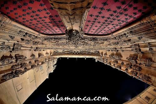 Salamanca, con los pies en el suelo y la vista en el cielo