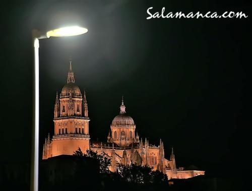 Salamanca, a la luz de la farola