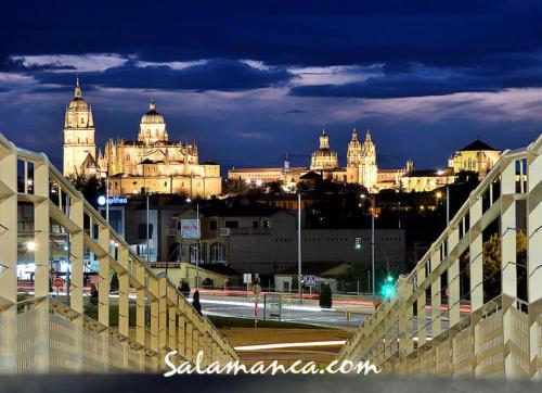 Salamanca, bienvenido entre noche y nubes