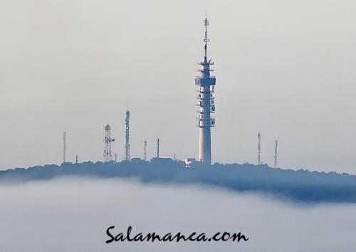 Salamanca, El Montalvo salvando la niebla que envuelve la ciudad