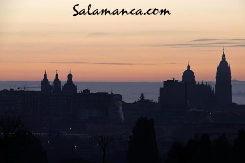 Salamanca, pintado el cielo al amanecer
