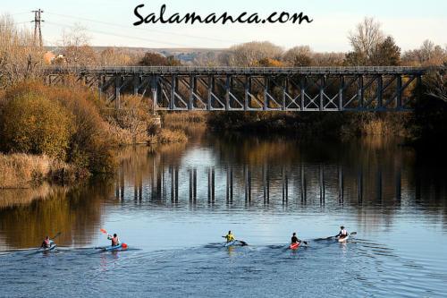 Salamanca, remando junto al Puente del Pradillo