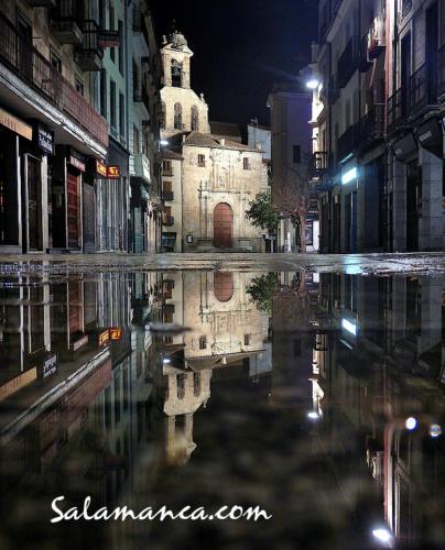 Lluvia que moja calles y suspende procesiones