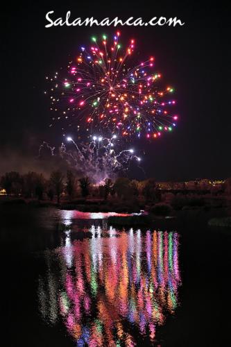 Ferias y Fiestas de Salamanca 2019... Fuegos artificiales sobre el Tormes