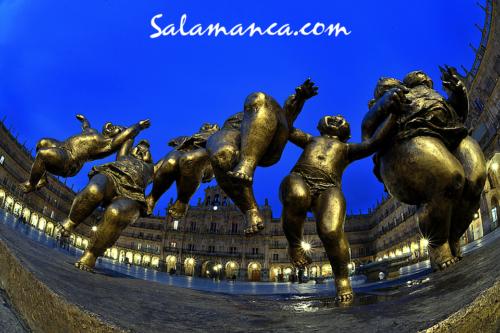 Salamanca, una familia feliz en la Plaza especial a la hora azul