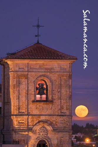 Salamanca y su Luna de agosto, desde el Huerto de Calixto y Melbea al Carmen de Abajo