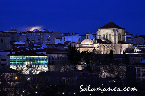 Feliz 2021... Salamanca, porque las nubes nos vuelvan a dejar ver la Luna
